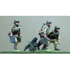 Maxim gun team, helmet, advancing