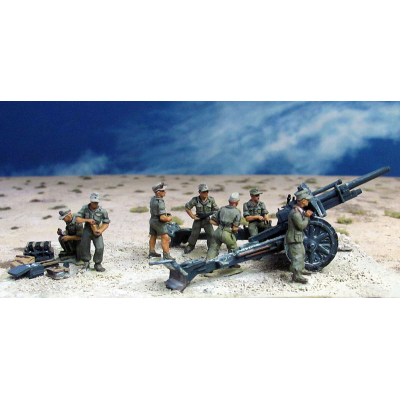 DAK IeFH18 10.5cm artillery crew