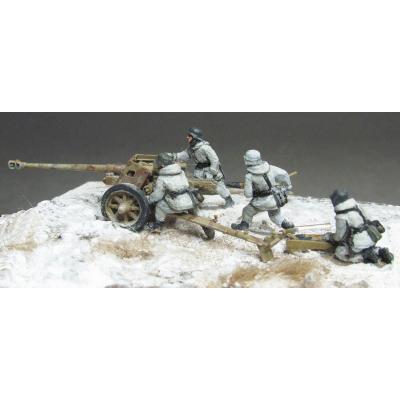 7.5cm PaK40 crew, winter